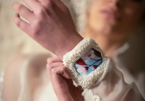 Tela Nartist inserita in un bracciale da sposa